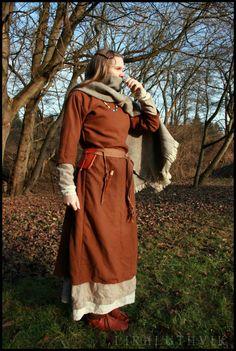 West Slavic outfit from century by Lirhluthvik. Viking Garb, Viking Reenactment, Viking Dress, Medieval Dress, Medieval Life, Viking Clothing, Historical Clothing, Historical Photos, Renaissance