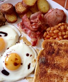 Breakfast made with the kids while Mum goes out galavanting to Cake International. Bacon, Eggs, Mushrooms, Baked Beans, Potato Sliced Chips, Toast - Yummy!