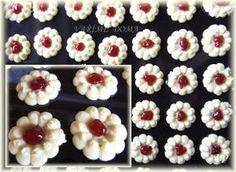 Sweet Desserts, Mini Cupcakes, Sweet Tooth, Floral, Flowers, Food, Cookies, Towers, Biscuits