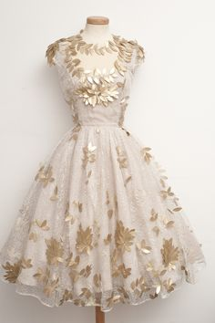 Unique Ball Gown Lace White Homecoming Dresses with Gold Leaves Pretty Outfits, Pretty Dresses, Beautiful Dresses, Vintage Dresses, Vintage Outfits, Vintage Fashion, Vintage Glam, Classic Fashion, Short Dresses