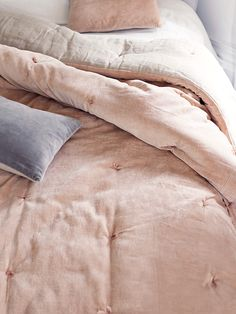 NEW Velvet & Linen Kingsize Quilt - Blush - Bedroom Accessories - Bed &…