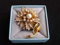 Vintage BSK  Flower Brooch Layered Gold Tone di FairVintageBijoux