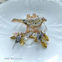 Steampunk Bird Brooch, Epoxy jewelry, Petlover jewellery, Animal pin, Gift idea for girl, friend, mother, sister, OOAK