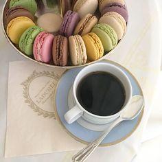Macarons - petit déjeuner parfait ! Macarons, Parfait, Parisian, Lifestyle, Tableware, Home, Morning Breakfast, Dinnerware, Tablewares