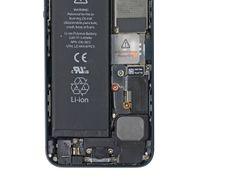 1. Fjern følgende skruer som fastgør batteriets metal kontaktspænde til hovedkortet: *En 1,8 mm Phillips-skrue * En 1,6 mm Phillips skrue Iphone 5, Man, Licence Plates, Metal