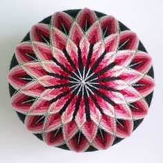 Ŧhe ₵oincidental Ðandy: A Feast For The Eyes: The Artful Geometry of Japanese Temari Thread Balls Red And Pink, Pink White, Temari Patterns, Pearl Cream, Stone Painting, Rock Painting, Stone Art, Rock Art, Japanese Art