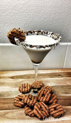 How to make a Samoa Cookie Cocktail #cookies #drinks