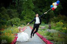 幸せすぎて飛んでいっちゃう!?風船を使った《空飛びショット》でユニークなウェディングフォトを残そう♩にて紹介している画像