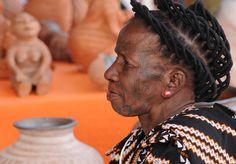 Africa | Reinata Sadimba, Mozambique Potter.  Photo taken at the Santa Fe International Folk Art Festival. | © Ekaufman2008, via flickr