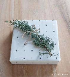 Geschenktüten - Geschenkpapier Tanne - ein Designerstück von AugustundGertrude bei DaWanda