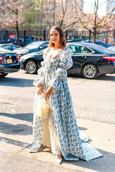 autumn in new york The best New York Fashion Week street style 2020 hit the streets of NYC this month. Check out the best street style looks from the Modern Fashion, Look Fashion, Paris Fashion, Spring Fashion, Autumn Fashion, Fashion Outfits, Fashion Weeks, Fashion Swimsuits, Whimsical Fashion