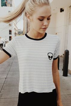 Brandy ♥ Melville | Nadine Alien Patch Top - Graphics