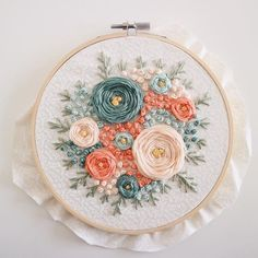 Wonderful Ribbon Embroidery Flowers by Hand Ideas. Enchanting Ribbon Embroidery Flowers by Hand Ideas. Embroidery Flowers Pattern, Hand Embroidery Tutorial, Hand Embroidery Stitches, Silk Ribbon Embroidery, Modern Embroidery, Embroidery Hoop Art, Hand Embroidery Designs, Embroidery Techniques, Cross Stitch Embroidery
