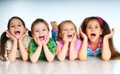 http://www.si-speech.info/speech.html?  Когда малыши начинают говорить. Маме на заметку!  • Овладение речью происходит не сразу. За первый год жизни малыш проходит путь от простых и как будто бессмысленных звуков, которые, на самом деле, знаменуют первый важный этап развития речи, к первым своим осмысленным словам.  • Самая замечательная школа родного языка - это мамина речь, обращенная к малышу. Кроме того, ему полезно слышать разговоры вокруг: ребенок воспринимает темп и интонации…