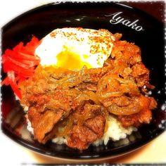 温玉のっけて頂きました〜(≧∇≦) 美味しかった♡ - 139件のもぐもぐ - okinawa1123さんの牛丼 温玉のっけ by ayako1015