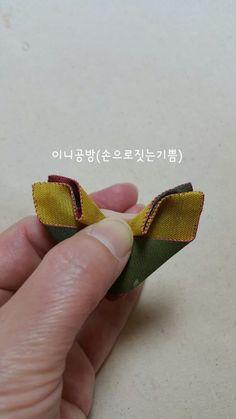 나비브로치 (패키지조각브로치 과정샷)~♡ : 네이버 블로그 Gold Rings, Flowers, Blog, Crafts, Ribbon Flower, Manualidades, Blogging, Handmade Crafts, Royal Icing Flowers