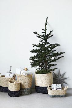 Scandinavische kerst in style...Dag bij dag komen we steeds dichterbij de feestdagen. Ben jij er al klaar voor? Is je kerstboom en huis al versierd bij de gedachten er alleen al van... Het stylen van je huis is altijd iets persoonlijks, ook rond de feestd