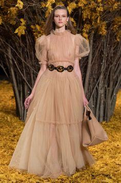 New York Fashion Week Khaite Fall 2019 Ready-to-Wear Collection - Vogue Fashion Week, New York Fashion, Runway Fashion, Fashion Trends, Women's Fashion, Christopher Kane, Fashion Calendar, Mary Katrantzou, Fashion Show Collection