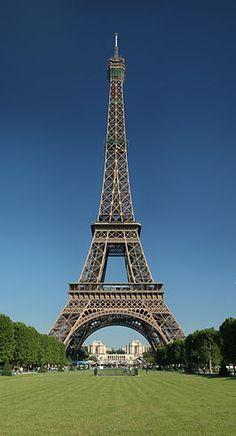 Je trouve la tour Eiffel magnifique car cette haute est une jolie vieille