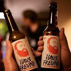 Mit Hausfreunden lässt es sich gut feiern. Denn Hausfreund ist nicht nur ein Craftbier sondern auch der Name des neuen Restaurants von DJ @tomnovy im Gärtnerplatzviertel. Gestern war Eröffnung und Geburtstagsparty des Hausherrn. #hausfreund #drink #tomnovy #lokal #munich #muenchen #münchen #neueröffnung #geburtagsparty #restaurant #crossoverkitchen #dj #beer #feiern #party #craftbeer