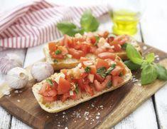 Bruschetta med tomater   FRUKT.no Bruschetta, Snacks, Ethnic Recipes, Food, Appetizers, Essen, Meals, Yemek, Treats