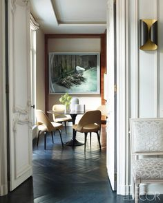 Glamorous Paris Apartment, Eat-in Kitchen with velvet-upholstered chairs - Champeau Wilde Design - ELLE DECOR Interior Architecture, Interior And Exterior, Interior Design, Home Interior, Elle Decor, Parisian Kitchen, Parisian Chic, Kitchen Modern, Decoracion Vintage Chic