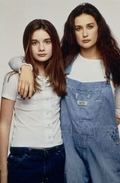 Husky-voiced with a vulnerable charm, Demi Moore transformed herself from an abused trailer park child into one of the most powerful women in the film industry. Demi Moore, Grunge Look, 90s Fashion, Fashion Trends, Bruce Willis, Celebs, Celebrities, Cool Kids, Superstar