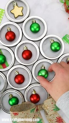 Make an adorable mason jar lid christmas tree door hanger using canning lids! A fun alternative to a christmas wreath. Unique and easy christmas craft to make. Christmas DIY art project.