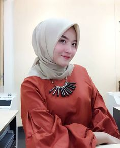 Young And Beautiful, Hijab Fashion, Hair Beauty, Asian, Tutorial Hijab, Elegant, Womens Fashion, Hijab Styles, Ootd
