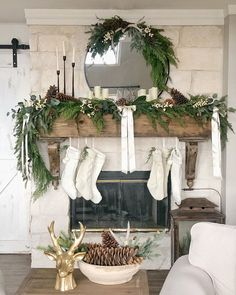 For eco-friendly Christmas decorating ideas, this list of 10 all-natural holiday decorations has got you covered. Indoor Christmas Decorations, Christmas Mantels, Noel Christmas, Simple Christmas, White Christmas, Christmas Fireplace Garland, Decorate Fireplace Mantles, Fireplace Mantel Christmas Decorations, Mantle Garland
