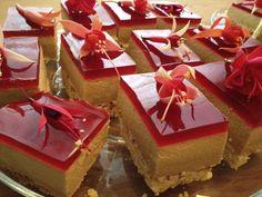 No Ordinary Cake: Cremet lakrids-hindbær kage