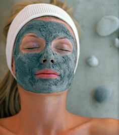 Though you may not immediately associate charcoal with healthy skin or skin-care products, activated charcoal boasts beauty benefits for skin by drawing oil, dirt and other harmful substances from clogged pores due to its adsorption powers. Homemade Detox, Homemade Facials, Homemade Beauty, Facial Treatment, Skin Treatments, Homemade Facial Mask, Homemade Masks, Do It Yourself Fashion, Tips Belleza