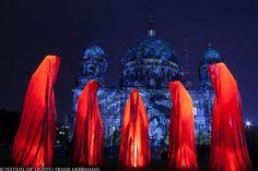 0001 Waechter der Zeit - Manfred Kielnhofer - FESTIVAL OF LIGHTS2013