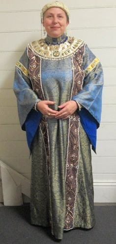 Image result for big byzantine mens robe Hijab Mode Inspiration, Style Inspiration, Larp, Period Outfit, Fantasy Costumes, Medieval Clothing, Period Costumes, Byzantine, New Dress