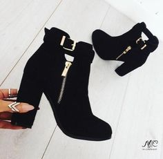 Trendy ankle boots in black – Just Trendy Girls - 2019 Pretty Shoes, Beautiful Shoes, Cute Shoes, Me Too Shoes, Simply Beautiful, Heeled Boots, Bootie Boots, Shoe Boots, Shoes Heels