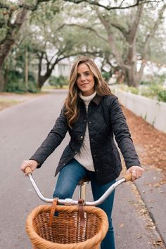 Outfits Otoño, Winter Outfits, Trendy Outfits, Barbour Jacket Women, Adventure Outfit, Adventure Style, Preppy Fall, Gal Meets Glam, Cold Weather Outfits
