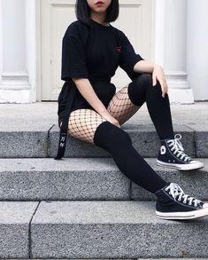 Como eu queria ser Source by emobethie Fashion outfits Edgy Outfits, Mode Outfits, Retro Outfits, Korean Outfits, Grunge Outfits, Girl Outfits, Simple Black Outfits, Gothic Outfits, Egirl Fashion