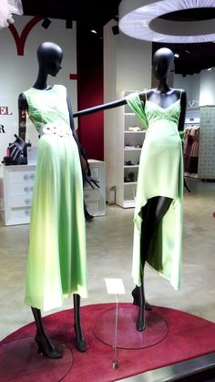 VENENO EN LA PIEL ESCAPARATE #venenoenlapiel #escaparate #spring #dress #visualmerchandising #interiorismo #coleccion #tendencia #forshe