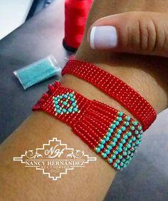 Bead Loom Bracelets, Beaded Bracelet Patterns, Bead Loom Patterns, Woven Bracelets, Beading Patterns, Beaded Jewelry, Beaded Hat Bands, Beaded Brooch, Beads And Wire