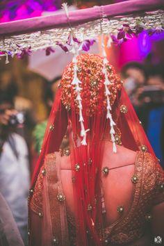 Super Indian Bridal Hairstyles With Dupatta Wedding 48 Ideas Bridal Poses, Bridal Photoshoot, Bride Photography, Indian Wedding Photography, Makeup Photography, Wedding Goals, Wedding Bride, Wedding Ideas, Bengali Wedding
