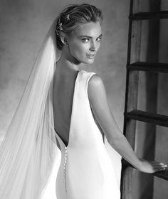 IDALIA - simple mermaid wedding dress with lace | Pronovias