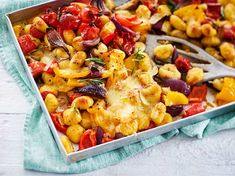 Our popular recipe for oven gnocchi with colorful energy veggies and more than other free recipes on LECKER. Our popular recipe for oven gnocchi with colorful energy veggies and more than other free recipes on LECKER. Authentic Mexican Recipes, Greek Recipes, Veggie Recipes, Healthy Dinner Recipes, Mexican Food Recipes, Ethnic Recipes, Delicious Recipes, Cabbage Soup Diet, Healthy Eating Tips