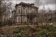 Dracula´s Mansion. Source: Infinitum Photography & Design (TaskevdH) (flickr)ethan_kahn:small album