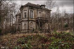 Dracula´s Mansion. Source: Infinitum Photography & Design (TaskevdH) (flickr)ethan_kahn:small album