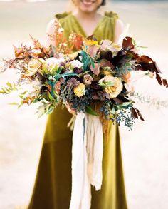 How beautiful is this fall bouquet @aprilflowersslo @silkandwillow #autumnbouquet #wedding #floristry
