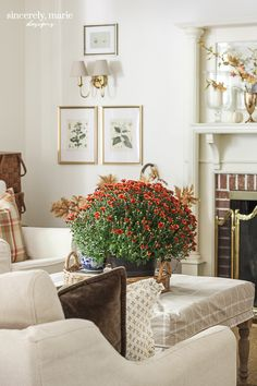 Fall Living Room, Cozy Living, Brick Flooring, Floral Pillows, Autumn Home, Traditional House, Family Room, House Styles, Easy