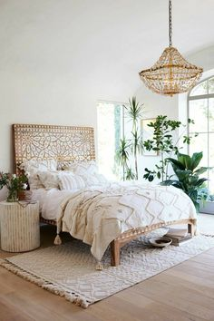 Love this boho bedroom. Perfect interior decor for a beachy chic look!