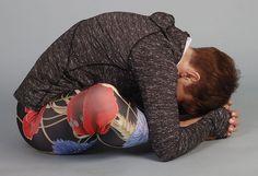 Cviky nauvolnění zad, pánve akyčlí - Novinky.cz Reflexology, Kettlebell, Yoga Leggings, Fit Women, Health Fitness, Sporty, Exercise, Workout, Beauty