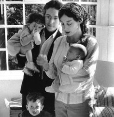 Bob Dylan — 1960sBob Dylan with his wife Sara and children Jesse, Anna and Samuel, 1968Full serie