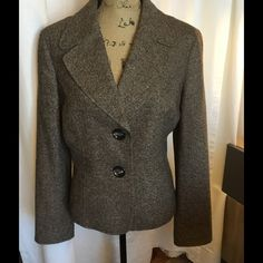 🍒SALE🍒 Talbots Brown Tweed Blazer Fully lined. 2 button closing. 37% Wool 18% Silk 16% Acrylic 14% Nylon 13% Poly 2% Other. Dry clean. Chest 21 Sleeve 24.5 Length 23. Jackets & Coats
